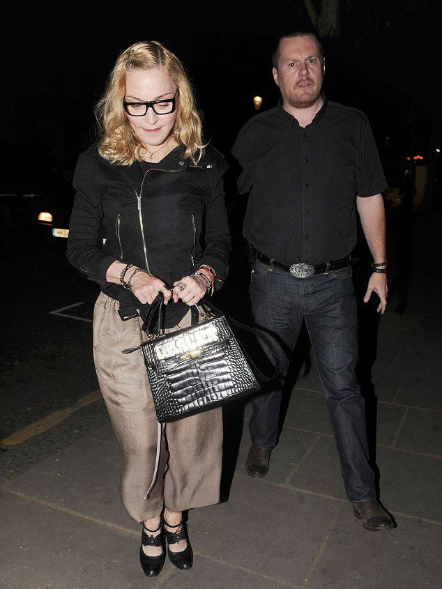 20160715-pictures-madonna-out-and-about-london-04