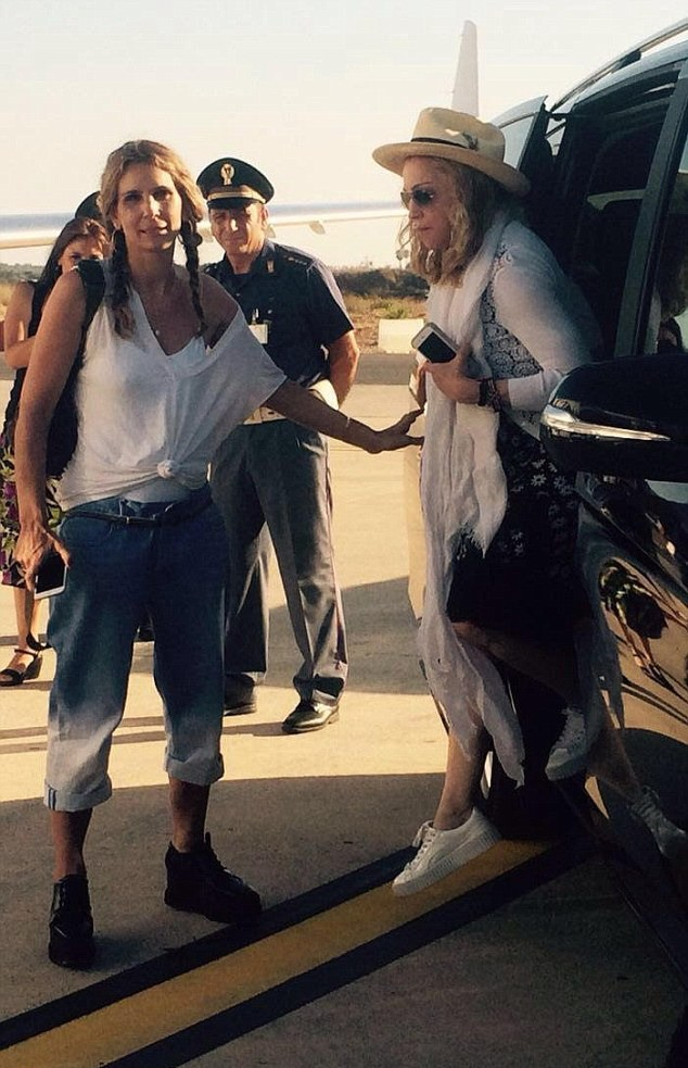20160801-pictures-madonna-brindisi-airport-italy-03
