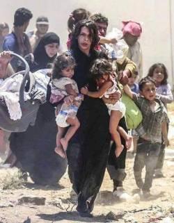 üç çocukla göç eden kadın